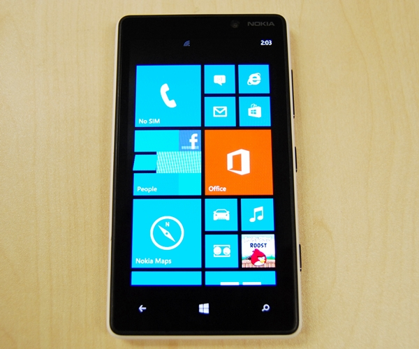 The Nokia Lumia 820 has a new recommended retail price of S$599 (UP: S$699, inclusive of GST) without line contract. However, you can easily obtain it for under S$500 at some retailers.