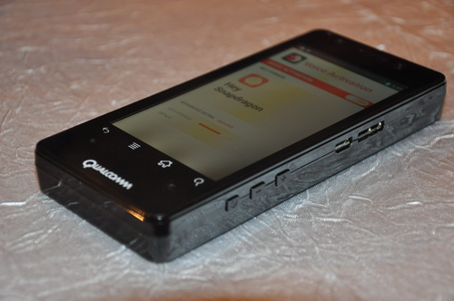 Similar to the tablet, the prototype smartphone also sports a thick profile. From this angle, we can see the camera button, volume/zoom rocker, USB 2.0, and USB 3.0 connectors occupying the side.