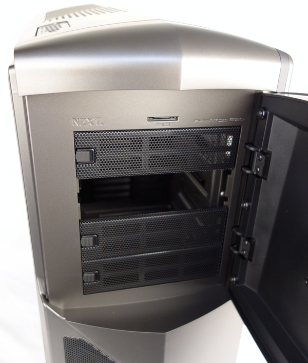 Behind the front panel door lies four 5.25-inch drive bays. We need not bash out any mesh covers as the drive bay cover is easily removed with a quick push of its rubber release catch. Note the SD card reader above the bays which supports SDHC and SDXC card types.