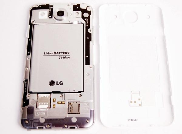 The battery cover is easy to remove and it also gives you access to the micro-SD card slot. Take note that it's hot-swappable, which means that you can insert or remove the card when the phone is powered on - despite the phone's cover not being present.