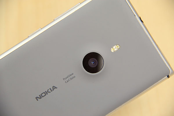 PureView and Carl Zeiss brandings are prominently featured on the polycarbonate back. Above the circular camera lens is the dual-LED flash.