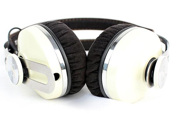The cable for the Sennheiser Momentum On-Ear headphones is detachable.