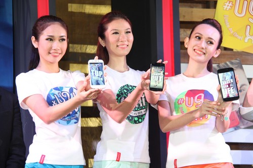 Some of the models at the event, showcasing the never-before-seen U9 smartphone series.