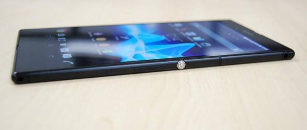 The OmniBalance design has thus far worked pretty well for Sony as it gives its flagship devices a unique look in a sea of similar looking touch screen mobile gadgets.