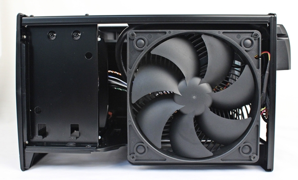 The huge 180mm Air Penetrator fan and optical drive mounting options in front of it.