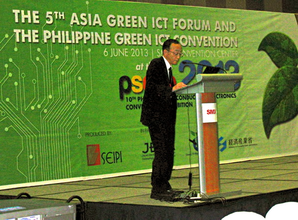 Fujitsu's Yoshinori Mine, principal expert of CESU, discusses the companies environmental strategies and programs during the 5th Asia Green ICT Forum and The Philippine Green ICT Convention.