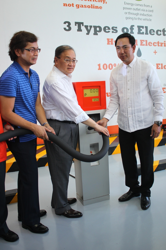 Mandaluyong Mayor Benhur C. Abalos Jr., Meralco Chairman Manny V. Pangilinan, and DOE Secretary Carlos Jericho L. Petilla, lead the inauguration of the first commercial prototype of e-vehicle charging station inside the Meralco Compound yesterday, July 30, 2013.