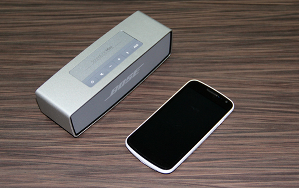 Bose's claims of the SoundLink Mini being palm-sized are not far off. You can see how small the speaker is in comparison to the Samsung Galaxy Nexus placed by its side.