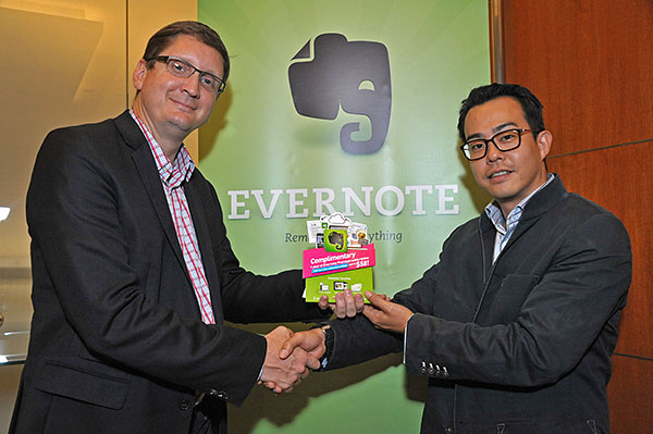 Left: Mr. Ken Gullicksen, Chief Operating Officer, Evernote. Right: Mr. Stephen Lee, Head of i3 (Innovation, Investment, Incubation), StarHub. (Image source: Evernote.)