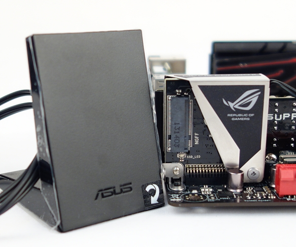 The mPCIe Combo II expansion card, and its accompanying ASUS 2T2R dual band Wi-Fi moving antennae.