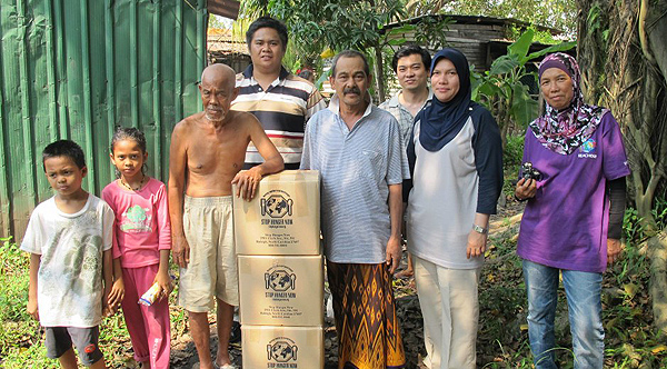 Stop Hunger Now (SHN) delivering food packs to beneficiaries, Pak Ali and Majid who are in need at Kampung Samy in Port Klang