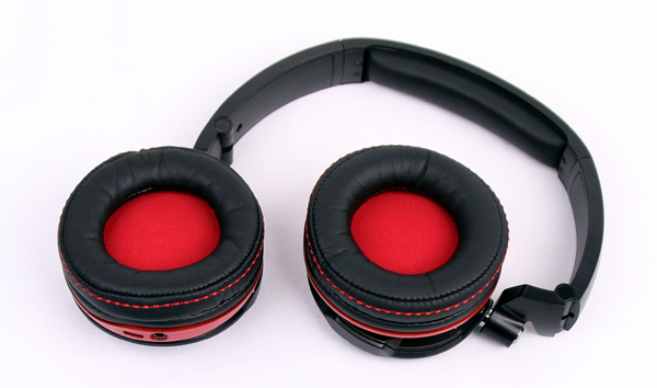 The main problem with the Creative Evo Zx is the small diameter of the ear-cup cushioning.