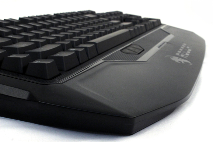The MK Pro's wrist rest has more than enough space, even for the biggest hands.