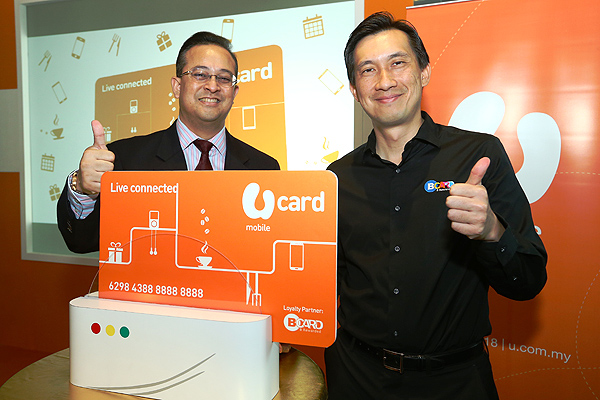 From L-R: Jaffa Sany Ariffin, Chief Executive Officer of U Mobile and Gary Yeoh, Director of BLoyalty giving thumbs up during the launch event