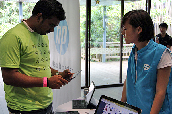 Many of the attendees were curious about the HP notebooks on display, with the HP staff receiving many enquiries during the event.