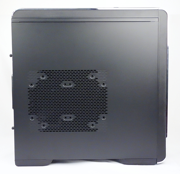 This side panel has the option to mount a single 180- or 200mm intake fan, or a pair of 120mm intake fans.