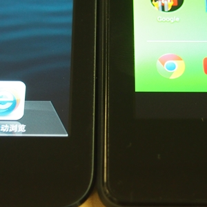 Comparing the bezels of the Google Nexus (2013) and Apple iPad mini (left).