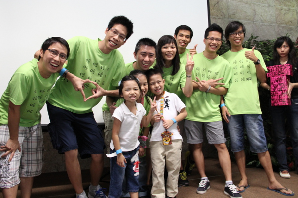 For being the happiest team in a group shot, they walked away with Razer Ouroboros and Mamba mice.