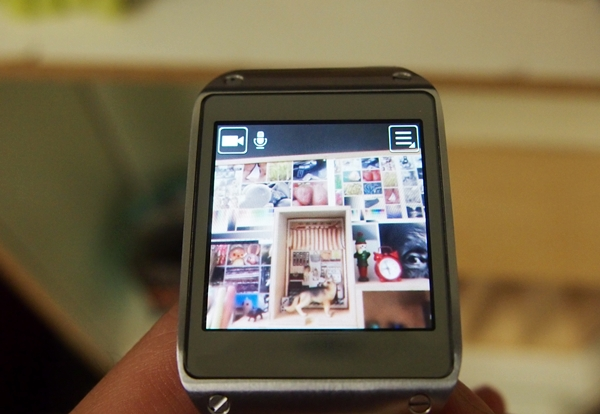 You can take photos and videos using the 1.9-megapixel camera on the Samsung Galaxy Gear.