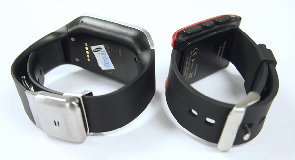 The strap and metal fold-over clasp of the Samsung Galaxy Gear vs. the rubber strap of the Pebble Watch.