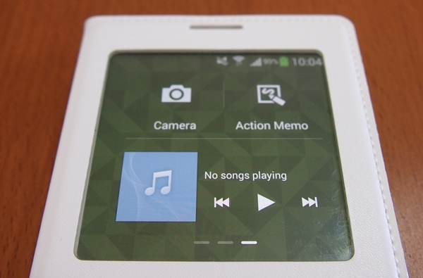 You can launch straight into the camera, Action Memo or control music playback on the S View cover window.