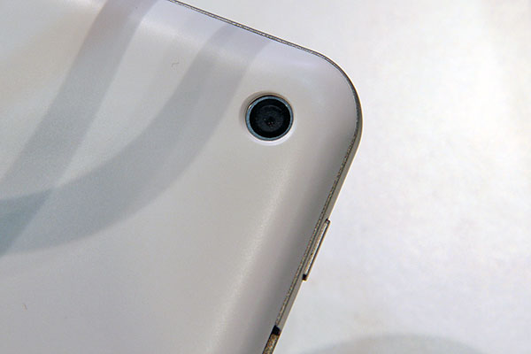 A 5MP camera is found on the otherwise very clean back.