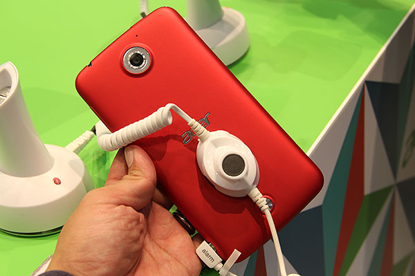 The 13Mp rear camera is capable of 4K video recording too. And doesn't the red version look good?