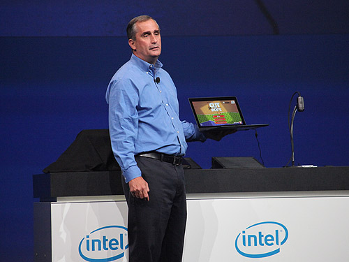 Intel CEO, Brian Krzanich with the world's first 'Broadwell' demo which is the next generation Core based on the latest 14nm process.