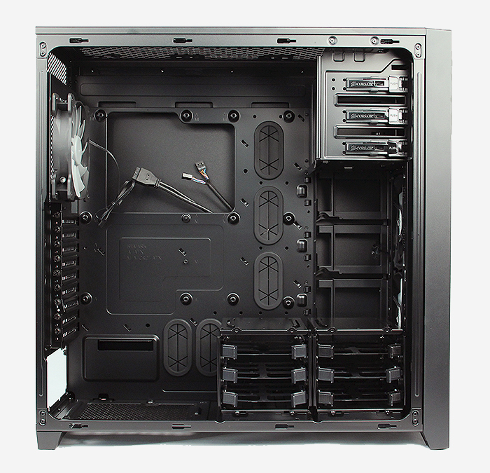 Peeling away the side panel, we are greeted with the cavernous internals of the Corsair 750D.