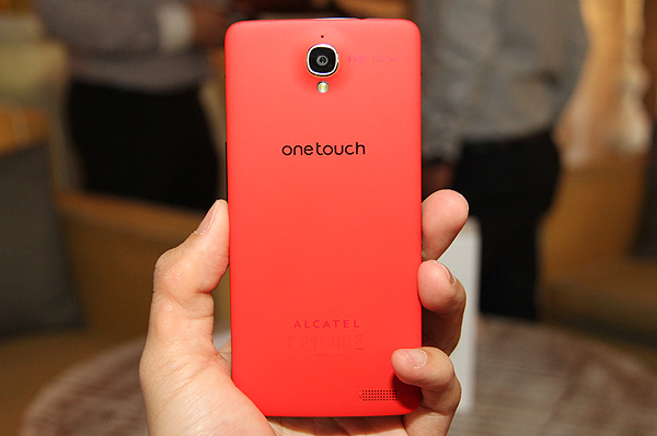 The One Touch Idol X is available in a wide range of colors including red, yellow, blue, green, pink and black
