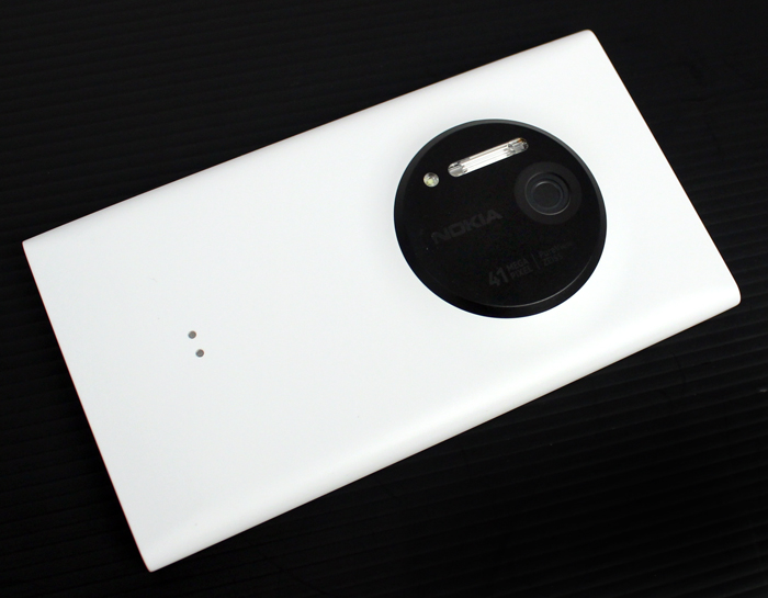 The circular PureView camera module on the 1020 looks much sleeker than the oblong module found on the 808 PureView.