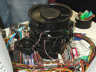 Geosin's super large fan setup was constructed to cool only the CPU. As you can see in the picture above, this fan system consists of several fans stacked together.