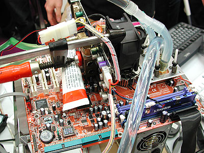 Ristar's setup had water cooling blocks installed for the CPU and graphics card. A G-clamp was used to hold the cooling block to the GPU.