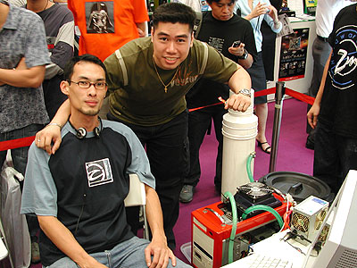 xtn32 and DriftDriver with their crowd-pulling overclocking rig.