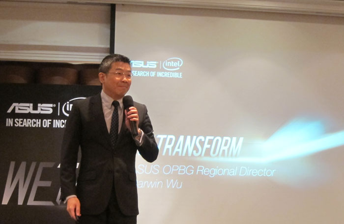 ASUS SEA Regional Director for Open Platform, Darwin Wu introducing ASUS' new product line-up.
