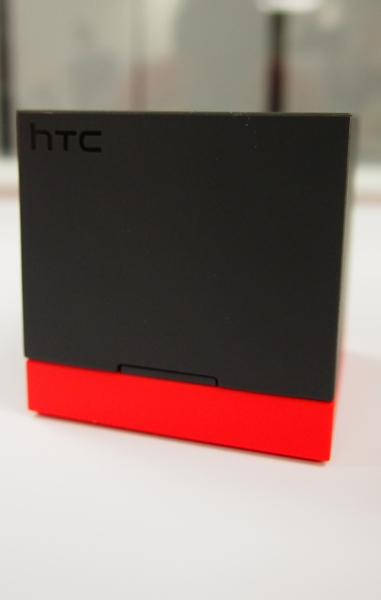 Notice the matching colors (black and red) of the HTC BoomBass and the Power Flip Case.