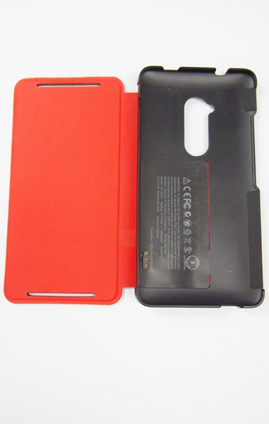 The 1,210mAh battery is embedded in the red flap while the three pins on the black case provides a means of charging the device.