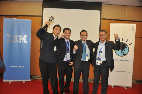 The winning team. 2nd from left: Wong Joe Foong, Co-founder and Chief Executive Officer, Pembinaan TMC Sistem Sdn Bhd