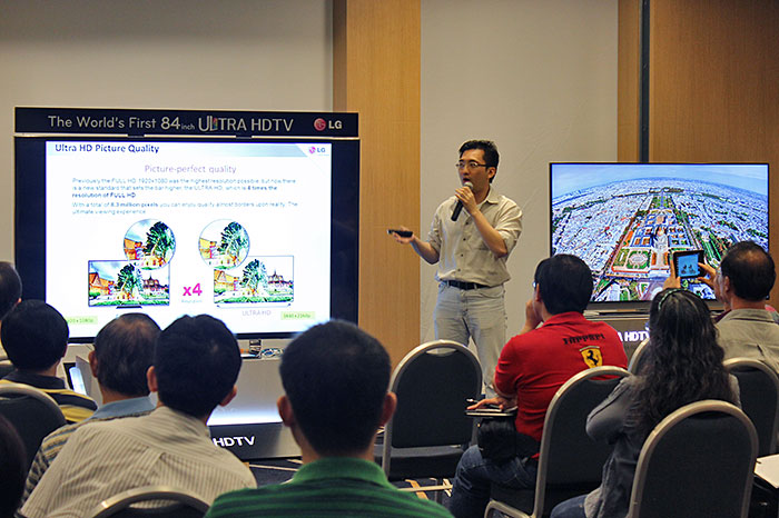 Here's Mr. Edwin Soh from LG explaining the unique features in the 65/55LA9700 4K UHDTVs and 55EA9800 OLED TV.