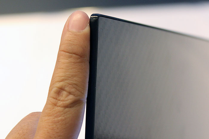 The EA9800 curved OLED TV is only 4.3mm thick. In this picture, you can also make out the carbon fiber back.