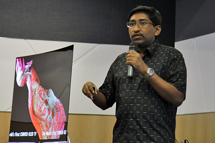 Here's HardwareZone.com editor Vijay Anand addressing the attendees. You can see the LG 55EA9800 curved OLED TV on his right.