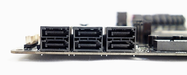 The six SATA 6Gbps connectors of the MSI Z87M Gaming motherboard.