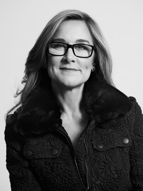 Burberry CEO will take over as Apple's Senior VP of Retail for both its physical and online stores from spring 2014.