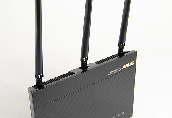 The three external antennae are sizable and helps improve range and performance.