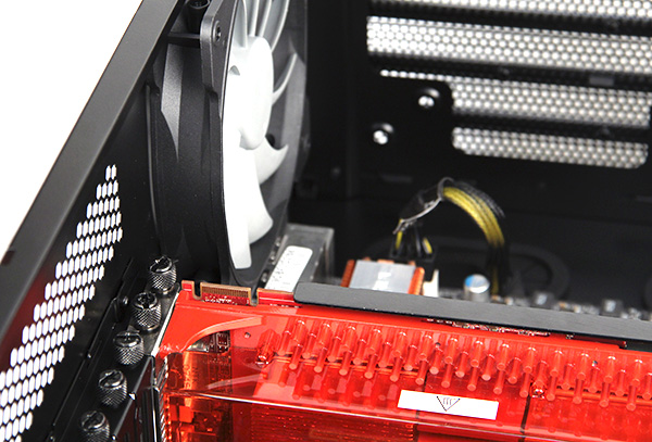 The expansion slots use thumbscrews for easy installation. The casing was also able to easily accommodate our 30cm (12-inch) long Radeon HD 3870 X2 graphics card. For reference, a vast majority of graphics cards are 10.5-inch long with the casing's design easily catering to 12.5-inch long cards.