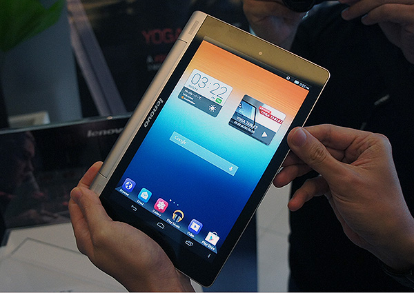 The smaller 8-inch model is certainly much handier. The 10-inch tablet is still a little unwieldy even with the grip, but that is mostly down to the fact that a 10-inch display is sizable no matter what.