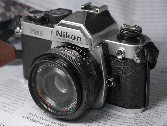 Alternate universe Nikon announces the Df, a full-frame mirrorless system camera which resembles the FM and is only slightly bigger and actually lighter.