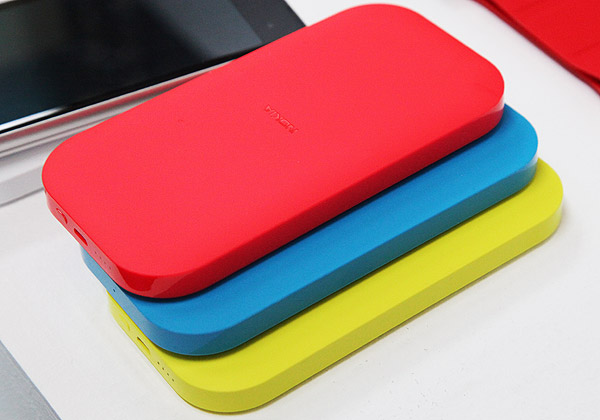 Nokia's new wireless charging packs does not only give you more power on-the-go, but allows you to be color coordinated with your devices as well.