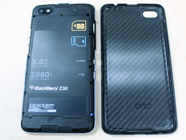 You cannot remove or replace the battery. Removing the rear cover only allows you to access the SIM and microSD card slot.
