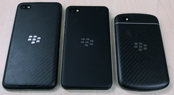 The rear of the Z30 (left) is similar to that of the Q10 (right).